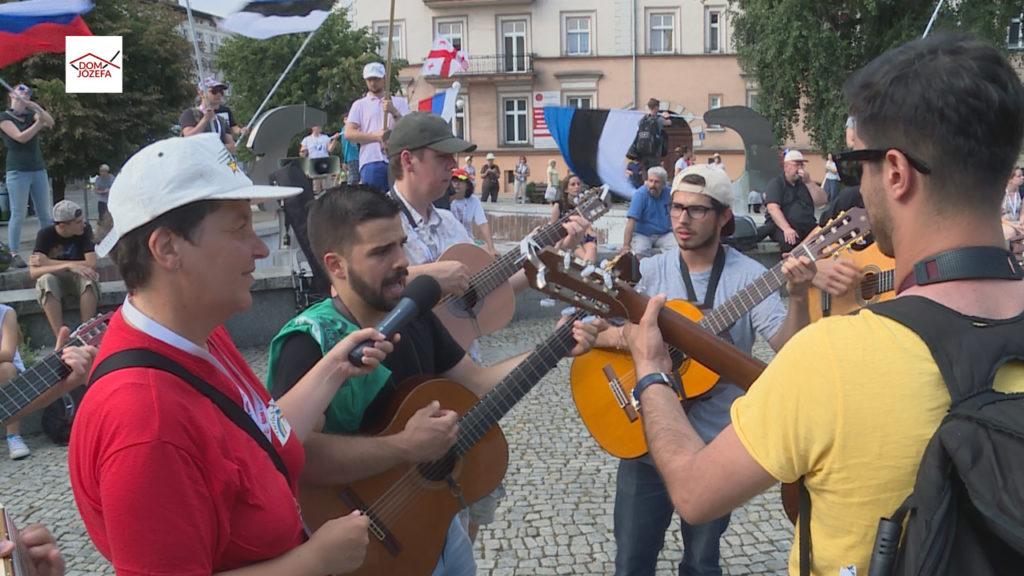 Rosjanie, Gruzini i Estończycy z Neokatechumenatu w Kaliszu - Ewangelizacja na ulicach miasta (cz.2)