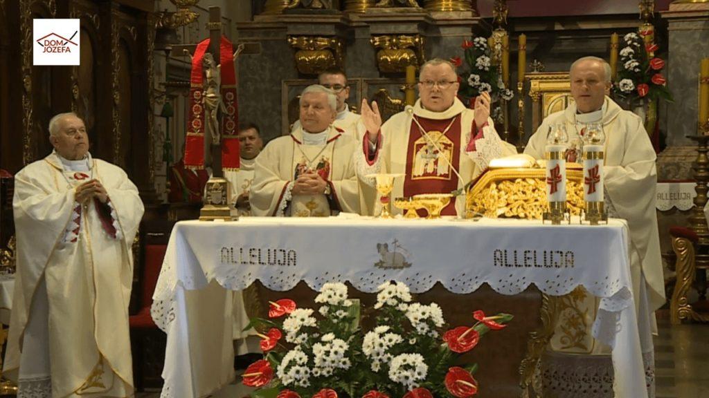 Dzień Męczeństwa Duchowieństwa Polskiego, 75. rocznica wyzwolenia obozu i 50. rocznica utworzenia Kaplicy Wdzięczności i Męczeństwa - EUCHARYSTIA